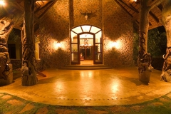 Entrance to main lodge.600x400
